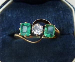 Beautiful Emerald and Diamonds 18ct gold edwardian trilogy three stone antique 18k ring